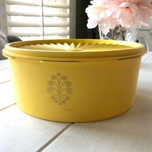 Vintage Tupperware   round servalier